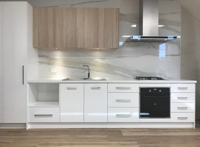 ALPINE WHITE (benchtop); CALACUTTA ORO SIX+ (splashback) - Fine Choice Kitchens VIC