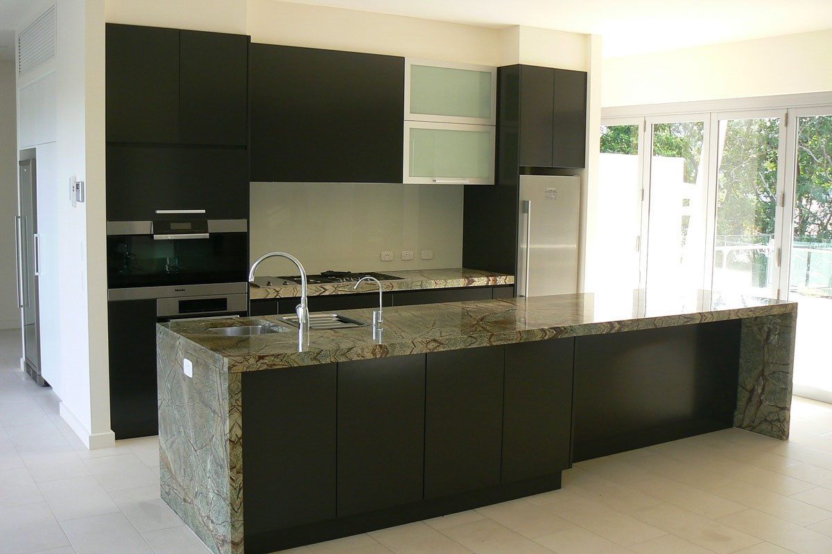 green and black kitchens gallery gt gallery gt quantum quartz 3952